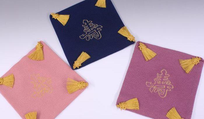 縮緬(ちりめん)素材の「掛袱紗」刺繍寿