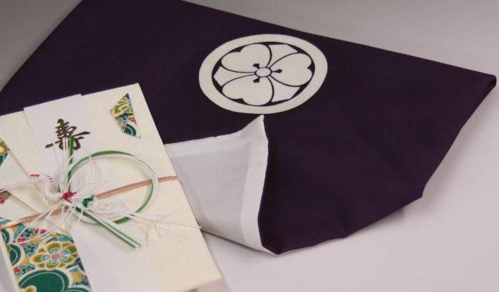 袷ふくさ「丸に剣片喰」紫は別誂