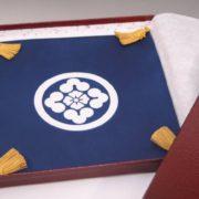 家紋入り掛袱紗 別型代が必要なケース「丸に尻合せ四つ州濱に花角」